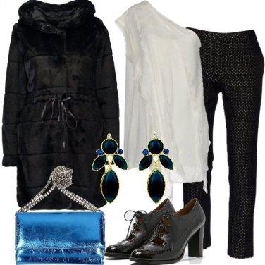 Outfit Top monospalla e pantalone a pois