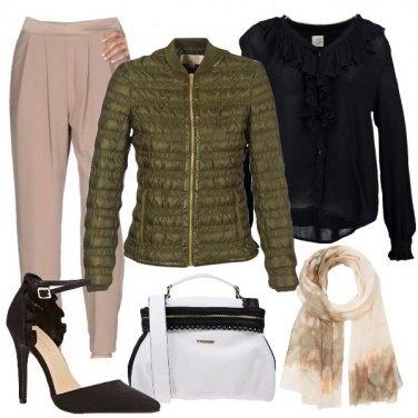 Outfit Piumino corto e tacchi
