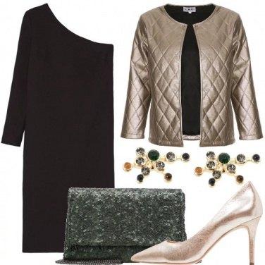 Outfit Nero oro e tocchi di verde