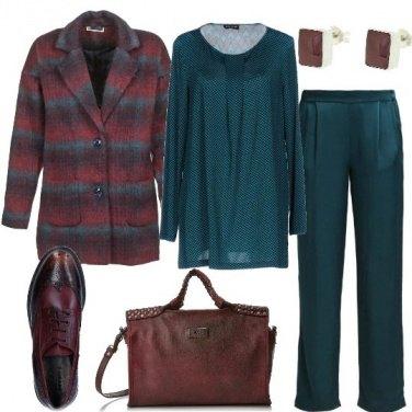 Outfit Verde petrolio e rosso bordeaux