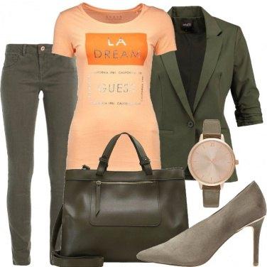 Outfit Albicocca e oliva