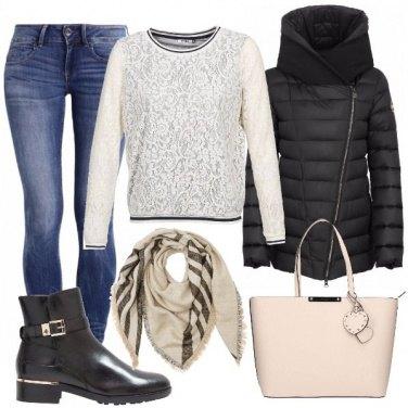 Outfit Jeans felpa e stivaletti