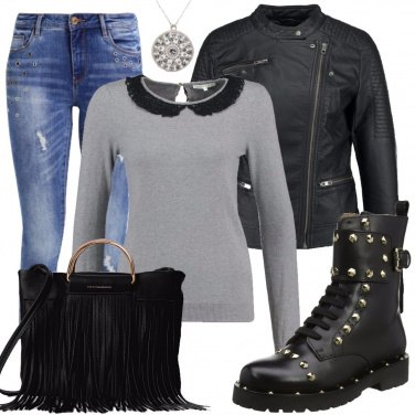 Outfit Aggressiva con gli anfibi