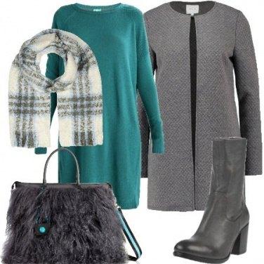 Outfit Colore sul grigio