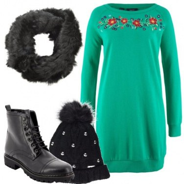 Outfit Abito felpa con decori