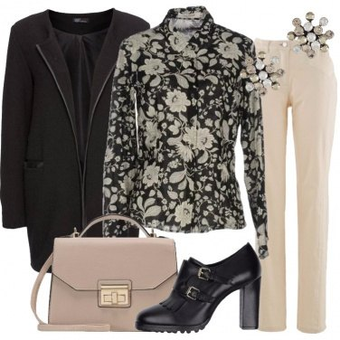 Outfit La giacca nera lunga
