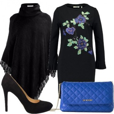 Outfit Mantella e fiori blu