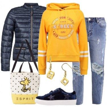 Outfit La felpa gialla