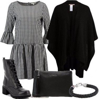 Outfit Vestitino mantella e stivaletti