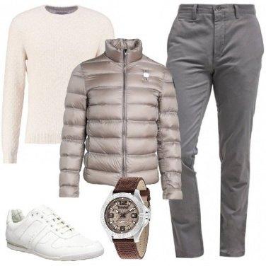 Outfit Piumino e sneakers