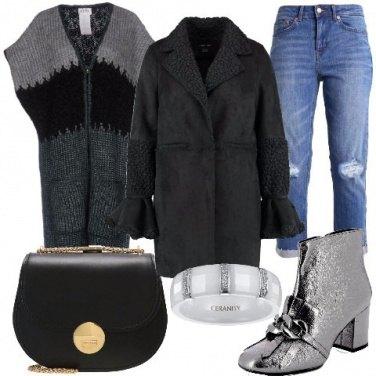 Outfit Stivaletti con catena e frange
