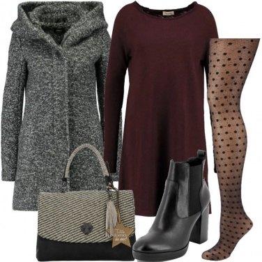 Outfit Collant a pois e stivaletti con tacco