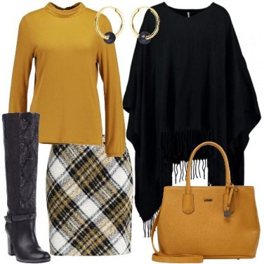 Outfit Poncho con le frangie