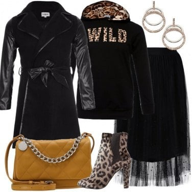 Outfit Il cappotto nero in mix di materiali