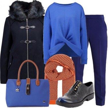 Outfit Il cappotto blu con la zip