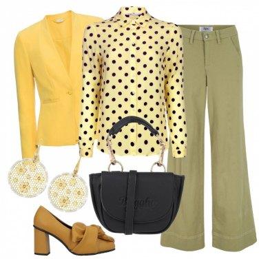 pantalone nero e giacca gialla donna
