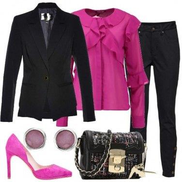 Outfit Un tocco di colore al tailleur