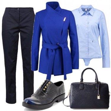 Outfit Un mix di tonalità blu
