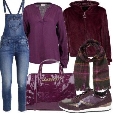 Outfit Salopette in jeans e bomber in pelliccia