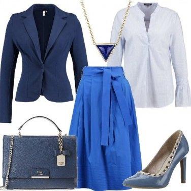 Outfit Gonna a campana con cintura
