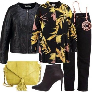 Outfit La camicia in fantasia floreale