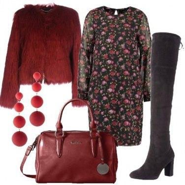 Outfit Vestito a fiori e stivali alti