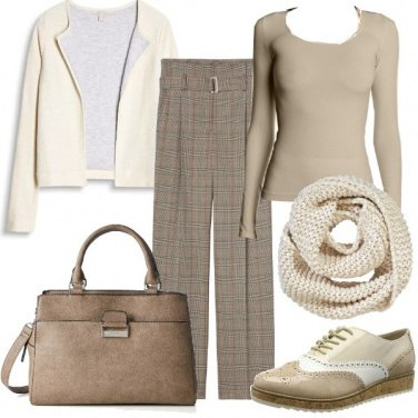 Outfit Bella in beige