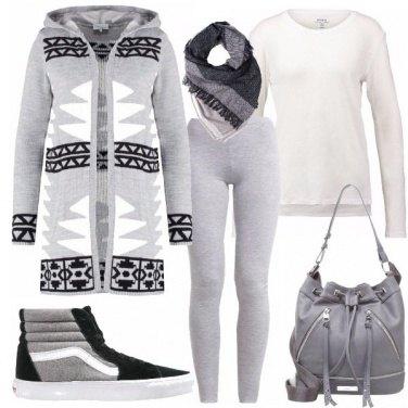 Outfit Romantiche in leggings bianchi