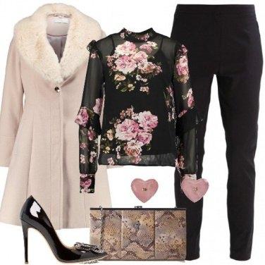 Outfit Serata con fiori e cuori