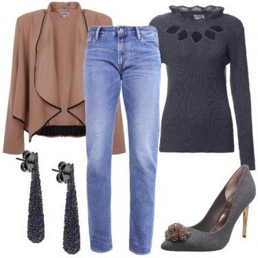 Outfit Cut-out sullo scollo