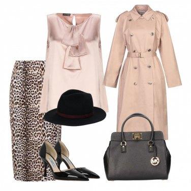 Sneakers fucsia, sciarpa oversize e cappotto rosa. Disegna