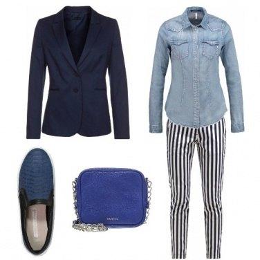 Outfit Righe e sfumature di blu