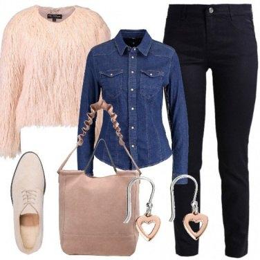 Outfit Pelliccia ecologica e stringate