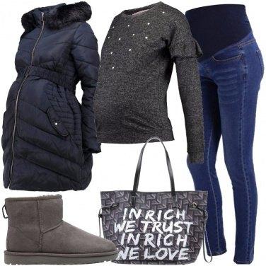 Outfit Mamma con borsa griffata