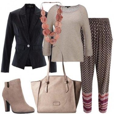Outfit I pantaloni a microfantasia