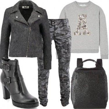 Outfit Felpa e stivaletti