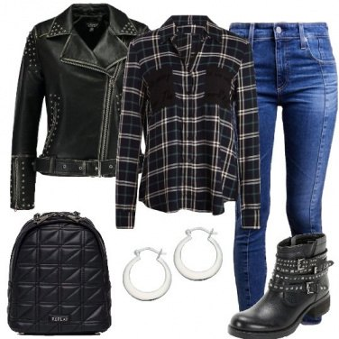 Outfit Scacchi e borchie