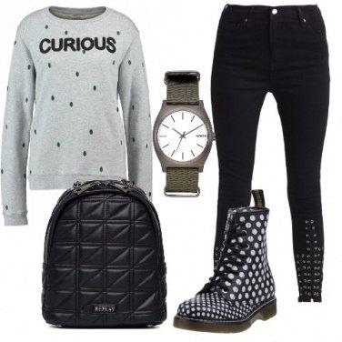 Outfit Felpa con pois