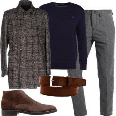 Outfit Cappotto e maglione griffati