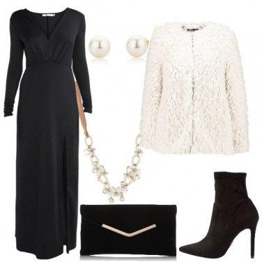 Outfit L\'abito con scollo profondo