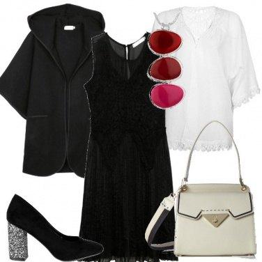 Outfit Bianco nero e tre gocce di rosso