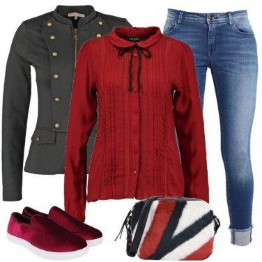 Outfit Rosso velluto, tessuto e pelliccia