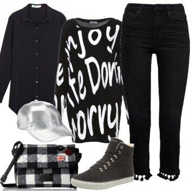 Outfit La felpa con le scritte