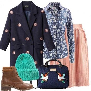 Outfit Il cappotto blu con ricami