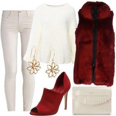 Outfit Open toe e pelliccia rossa