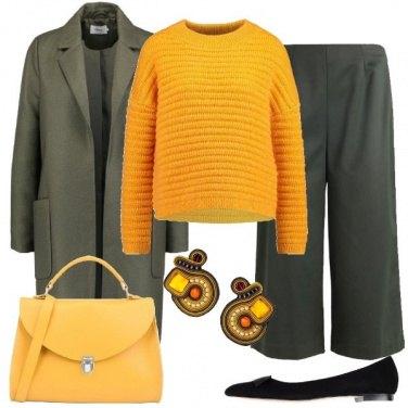 Outfit Il maglione giallo