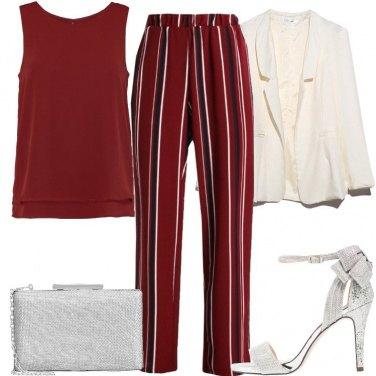 Outfit I pantaloni rosso scuro