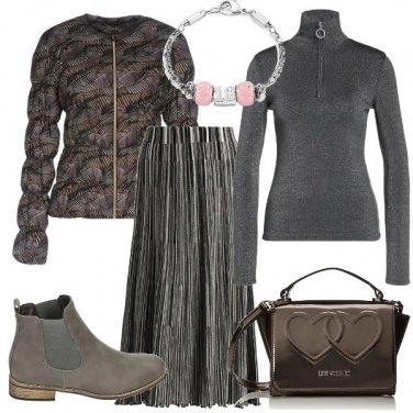 Outfit E\' di scena il grigio