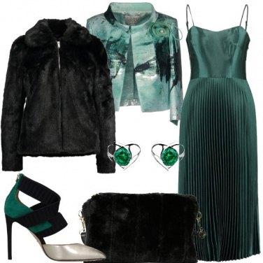 Outfit Abito verde con gonna plissè