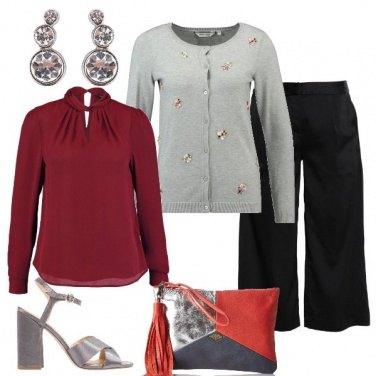 Outfit Grigi rossi e un po\' di nero